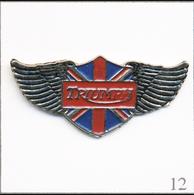 Pin's Automobile / Moto - Le Logo Triumph En Service De 1934 à 1990. Non Estampillé. Métal Peint. T639-12 - Motorfietsen