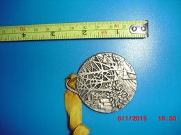 Très Belle Médaille Pour La Seconde Marche Populaire International Des AMBHL De Saint Avold Datée 1979 Puit Mine Mineur - Sports