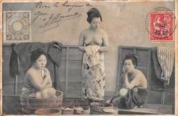 CPA Femmes Japonaises Qui Prennent Le Bain Dans La Maison - Japon