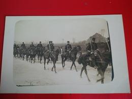 CARTE PHOTO MILITAIRE CAVALIERS - Regiments