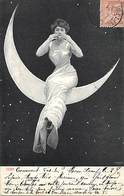 -ref-B237- Surrealisme - Femme Assise Sur Un Croissant De Lune - Etoiles - Femmes - Astronomie -  Carte Bon Etat - - Autres