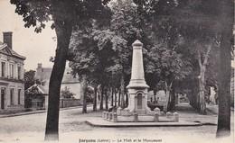 JARGEAU - Le Mail Et Le Monument - Jargeau