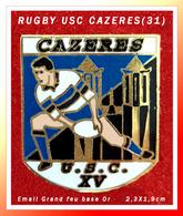 SUPER PIN'S RUGBY : Club De CAZERES En Haute-Garonne (31), émaillé Grand Feu Base Or, Signé Club DA, Format 2,3X1,9cm - Rugby