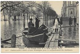 Paris La Grande Crue De La Seine Janvier 1910 Embarcadère établi Avenue Montaigne - Floods