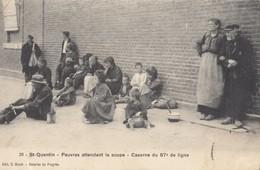 SAINT-QUENTIN: Caserne Du 87ème De Ligne - Pauvres Attendant La Soupe - Saint Quentin