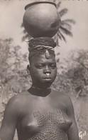 """GUINEE: Femme """"Caïman"""" - Guinée"""