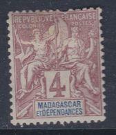 Madagascar N°  30 X Type Groupe : 4 C. Lilas-brun Sur Gris Trace De Charnière SinonTB - Madagascar (1889-1960)