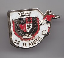 Pin's  US La Gemoze En Charente Maritime Dpt 17  Football Réf 5437 - Fútbol