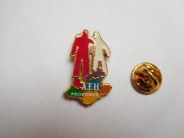 Superbe Pin's , Médical , Association , AFH Provence , Association Française Des Hémophiles - Médical