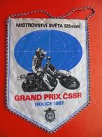MOTOCROSS.MOTO CROSS.Flag.GRAND PRIX CSSR-HOLICE.FIM. - Habillement, Souvenirs & Autres