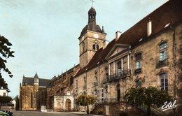 DPT 70 LUXEUIL-LES-BAINS L'Eglise Saint-Pierre Et L'Hôtel De Ville (ancien Palais Abbatial) - Luxeuil Les Bains