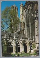 NL.- UTRECHT. Pandhof Of Kloostergang Met Domtoren In Voorjaar. Foto: Bert Van Loo. - Kerken En Kathedralen