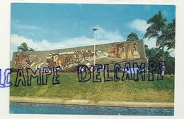 Bolivie. Bolivia. Plaza El Arenal Mural Lorgio Vaca Santa Cruz - Bolivia