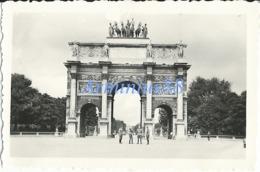 Paris Sous L'occupation - Place Du Carrousel - Vue Sur L'Arc De Triomphe Du Carrousel - War, Military