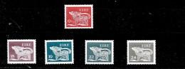 2 Serie De Irlanda Nº Yvert 414 Y 442/45 ** - 1949-... República Irlandése