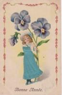 """Carte Gauffrée """"bonne Année"""" 1908  Enfant Avec Robe Brodée (lot Pat 33) - Bestickt"""
