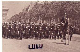 MILITARIA 333 : Carte Photo ; Garde Républicaine Mobile Sur Les Champs Elysées - Reggimenti