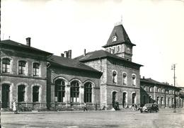 SARREGUEMINES  ( 57 )   La Gare Principale .     (  CPsm, Dentelée N Et B ) - Sarreguemines