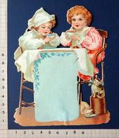 CHROMO DÉCOUPI......  H...15 Cm......2 ENFANTS AU PETIT DÉJEUNER....PETITS CHATS - Enfants