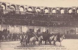 30 - Arles - Fête Provençale Aux Arènes - Gardians De La Camargue Y Prenant Part Avec Jeux Divers - Belle Carte Animée - Autres Communes