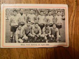 FOOTBALL: CHROMO  DES ANNEES 60 AVEC L'EQUIPE DE L'EQUIPE NATIONALE BELGE DIABLE ROUGE LE 24 AVRIL 1960 - Autres