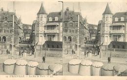 TROUVILLE LA RUE DE PARIS Carte Stéréoscopique - Stereoscope Cards