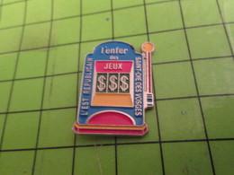 812F Pins Pin's / Rare & Belle Qualité THEME JEUX / MACHINE A SOUS L'EST REPUBLICAIN ST DIE DES VOSGES L'ENFER DES JEUX - Games