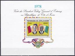 Elfenbeinküste Ivory Coast Cote D'Ivoire 1978 Persönlichkeiten Präsidenten D'Estaing Fahnen Flaggen Flags, Bl. 9 ** - Costa De Marfil (1960-...)