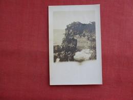 RPPC  Couple On Rocks Baie Du Boulai  Ref 3121 - Postcards