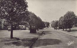 Chateaufort : La Place - France