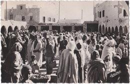 Pf. SCENES ET TYPES. Un Marché Indigène. 3 - Algérie