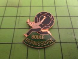 915b Pins Pin's / Rare & Belle Qualité THEME : SPORTS / PETANQUE LA BOULE BERNISSOISE - Bowls - Pétanque