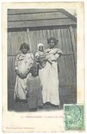 Cpa Madagascar - La Mère Et Les Filles - Madagascar