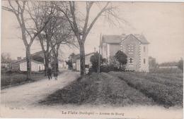 LE FLEIX Avenue Du Bourg - Francia