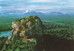 1 AK Sri Lanka * Sigiriya - Ein Monolith Mit Ruinen Einer Felsenfestung Aus Dem 5. Jh. - Seit 1982 UNESCO Weltkulturerbe - Sri Lanka (Ceylon)