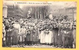 """Carte Postale En Noir & Blanc """" Sortie Des Ouvriers De L'Usine AGACHE """" à PERENCHIES - France"""