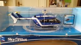 "New Ray 26003 ""Eurocopter EC135"" - Avions & Hélicoptères"