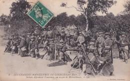 LES GRANDES MANOEUVRES DE COUTENAY  1911.   SOLDATS  AVEC MITRAILLEUSES - Courtenay