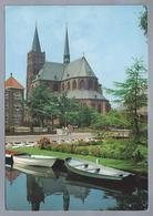 NL.- VINKEVEEN. R.K. Kerk. Roeiboten. - Kerken En Kathedralen