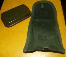 ARMEE AMERICAINE U.S : ETUI U.S AVEC PANSEMENT INDIVIDUEL , DATE ANNEE 64 ENVIRON, LA POCHETTE EST AUSSI UNE POCHETTE PO - Equipement