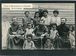 CPA - NOUVELLE GUINEE - Groupe De Missionnaires Et De Néophytes - Papua New Guinea