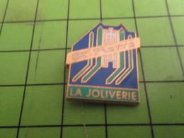 1118b Pins Pin's / Rare & Belle Qualité THEME : MARQUES / LA JOLIVERIE ST PIERRE - Trademarks