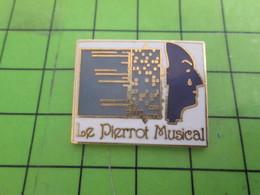 1210 Pin's Pins / Rare & De Belle Qualité : THEME MUSIQUE / BOITE A MUSIQUE LE PIERROT MUSICAL - Music