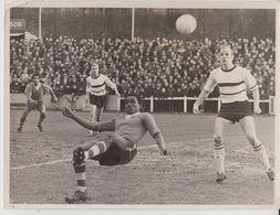 1965 Grande Photo De Presse Football Racing White Molenbeek Olympic Charleroi Football - Sports