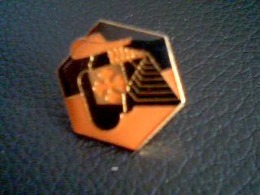 Lot De 2 Pin S Intermarché - Badges