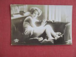 Non Postcard--- Photo Female Risque    Ref 3123 - Photographs