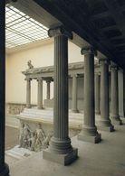 1 AK Germany Berlin * Der Altar Von Pergamon Auf Der Museumsinsel - Seit 1999 UNESCO Weltkulturerbe * - Mitte