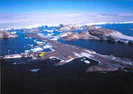1 AK Antarctica Antarktis Terre Adelie * Airstrip - Landebahn Und Die Französische Dumont-d'Urville Station * - Postcards