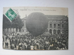 CPA Argentan. Place De L'hotel De Ville. Enlèvement D'un Ballon. - Argentan