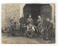 Réparation Des Vélos  1910    Fotokaart  (stuk V Kaart Geknipt Zie Scans) - Matériel